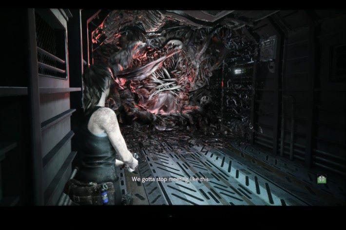 以 4K 畫質及開啟 HDR 遊玩《 Biohazard RE:2 》,畫面黑位亮度明顯有層次。