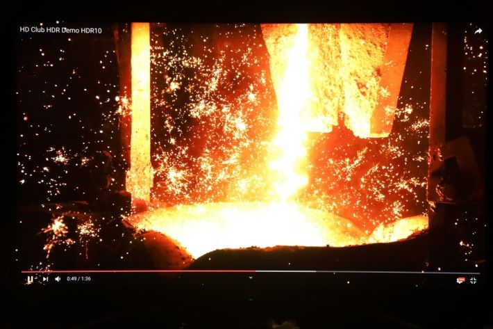 測試 YouTube 4K HDR 影片,可見畫面無論高光還是陰影部分細節都很清晰。