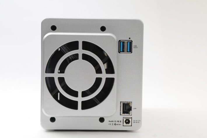 具備 1 個 LAN 和 2 個 USB 3.0 埠。