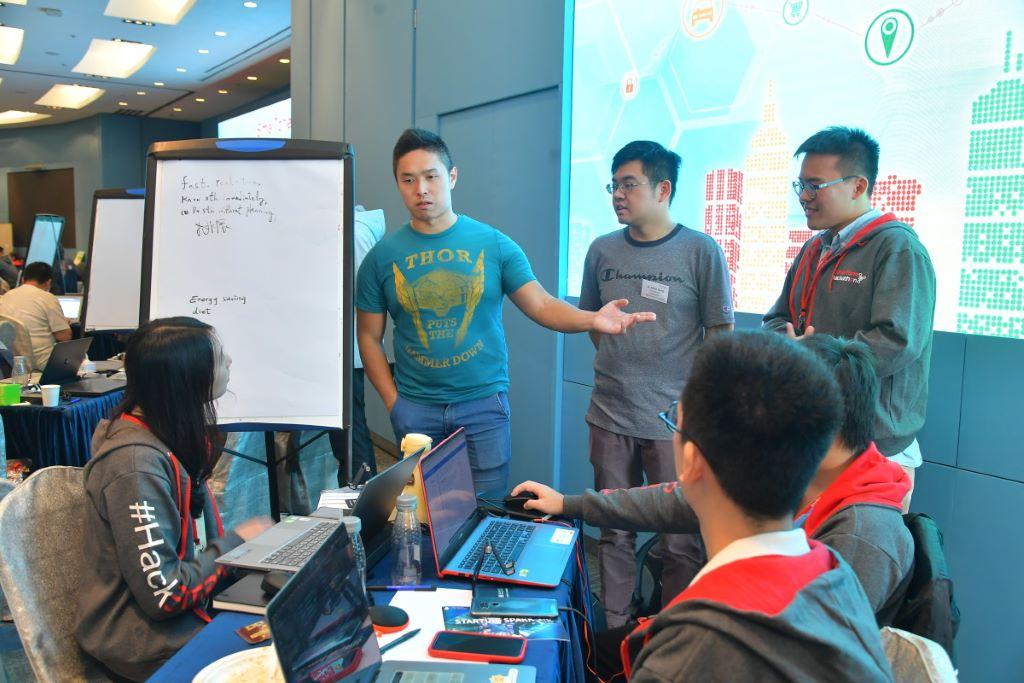 參賽團隊在兩日的比賽期內,計設出與智慧城市有關的創新應用。
