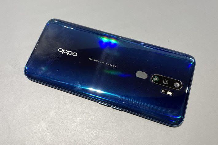 A9 2020 定位為全能娛樂手機,使用 Snapdragon 665 處理器並支援 Dolby Atmos,以及內置 5,000mAh 電池。