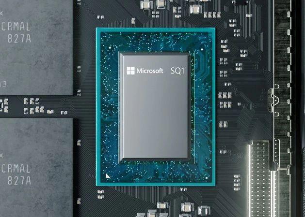 採用與 Qualcomm 合作開發,以 Snapdragon 為基礎的 Microsoft SQ1 處理器。