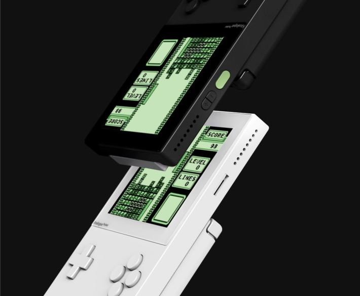 備有 microSD 用來儲存開發程式