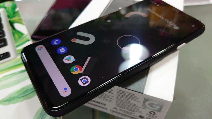 出廠時已預載 Android 10 系統。