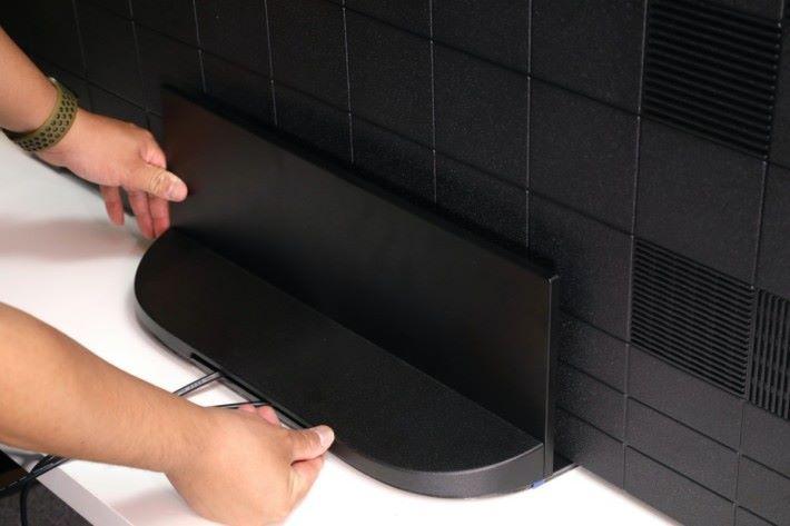 .蓋上機背蓋,A9G可以完全沒有線材,令電視看起來更整潔整齊。