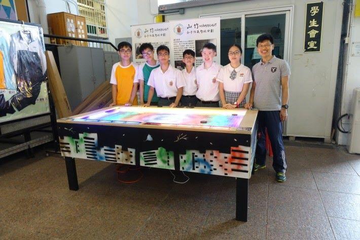 山竹機主要製作成員有(左起)學生洪子洛、黃修譽、鄧皓然、方肇諄、陳皓、鄧凱兒及教師李志誠。