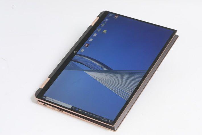 採用無邊框屏幕設計,令屏幕佔屏比可以提升到接近 90%