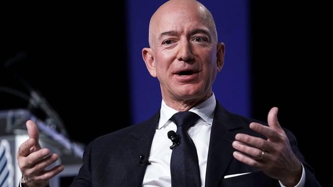 Amazon 的 CEO Jeff Bezos 準備發射 3,236 枚人造衛星,與 Elon Musk 的 SpaceX 抗衡。