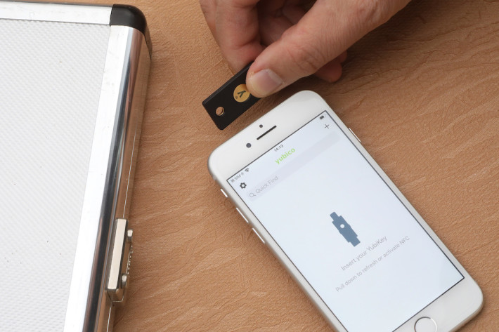 在 iOS 13.3 更新後,連 YubiKey 5 NFC 也能在 iPhone 上使用