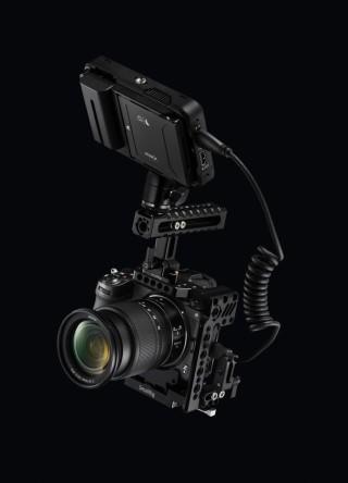 RAW 影片輸出屬專業功能,需配合外置紀錄裝置使用。