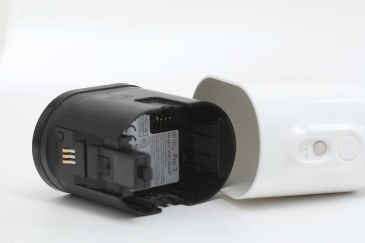 使用可拆除式充電池,日常時能做完全無線操作。
