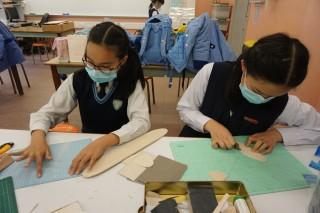 拿𠝹刀𠝹木製作飛機,是學生們共同愉快的回憶。此外,從她們言談間表現出熟悉二具名詞、規格和技術。