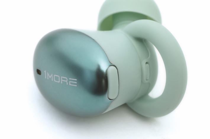 耳機外殼用上 NCVM 真空色彩工藝作鍍層,更得了 2019 德國 iF 設計獎。