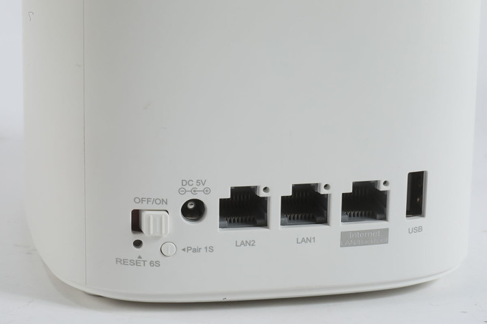 提供 1 WAN+2 LAN 有線網絡介面,以 Mesh Wi-Fi 產品來說已算不錯,另有一組 USB 介面供透過網絡共享儲存裝置。