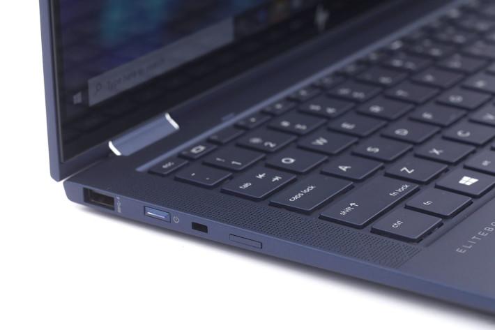 主機亦配備一組 USB-A 插頭。