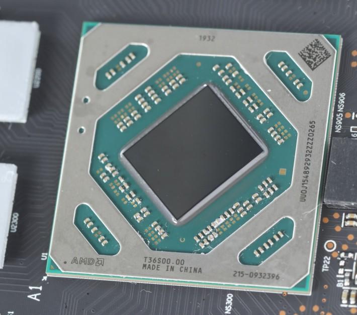 不論是 4GB 或 8GB 版本,皆採用圖中編號 215-0932396 繪圖核心。