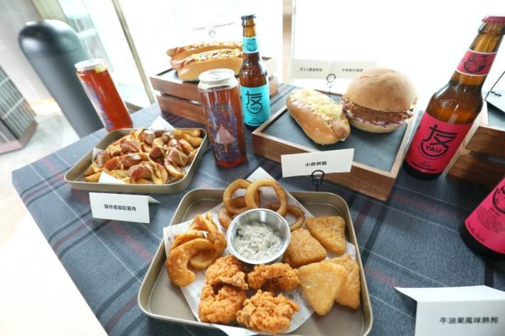 .供應的食品菜單比一般戲院豐富,選擇好多,份量也足,收費跟一般餐廳相約。
