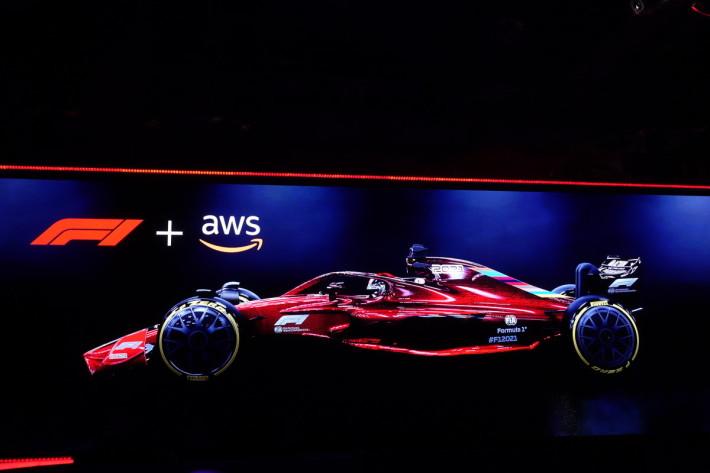 F1 與 AWS 為合作夥伴,直接在雲上建用超級電腦執行 CFD,須需自建和管理基建,專注做好賽車設計。