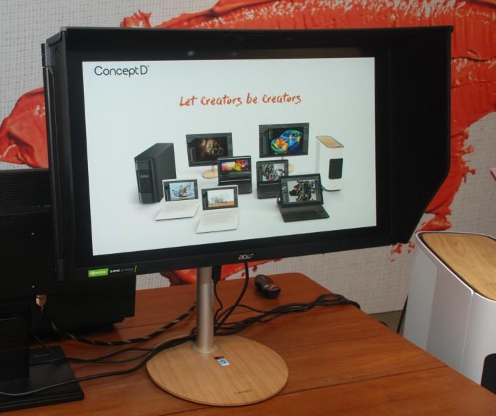 配套的 ConceptD CP7271K 專業 4K 顯示器