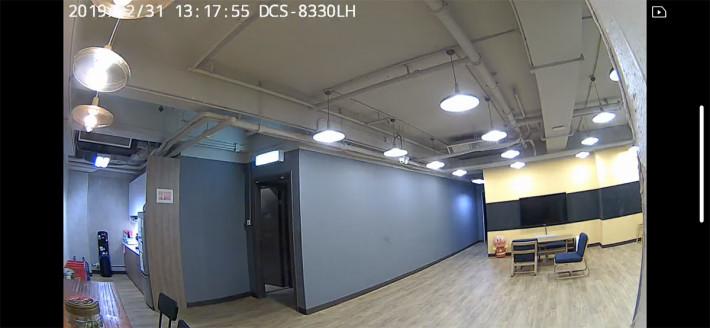 廣角鏡頭效果,在空間較大的環境下依然可以看到廣闊的影像。