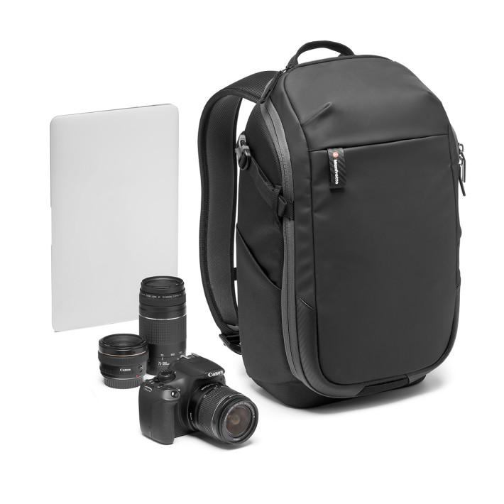 背囊可容納一機兩鏡,以及一部 13 吋 Notebook。