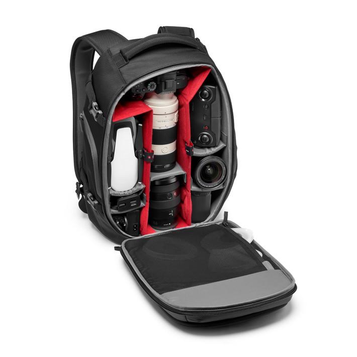 可放置一機多鏡的無反相機或單鏡相機系統、無人機、一部 15 吋 Notebook、三腳架及小量個人物品。