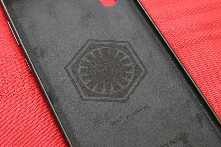 皮套背面有 First Order 第一軍團的 Logo。