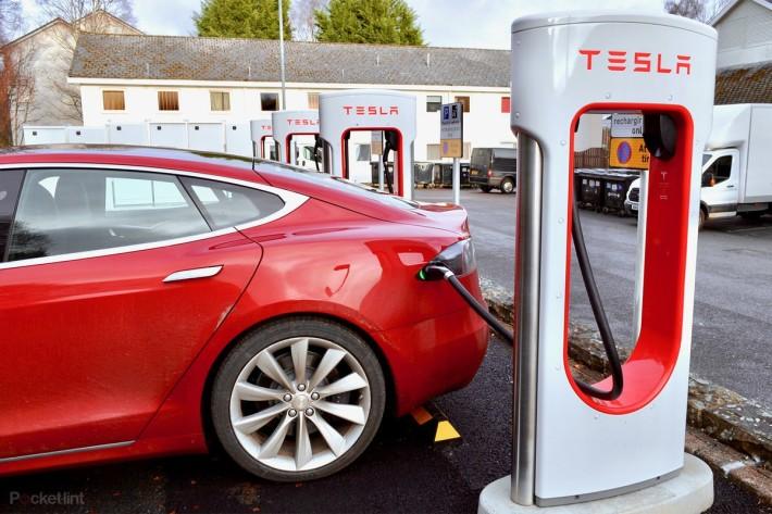 目前電動車的超級充電系統亦需要近 2 小時才能完全充滿。