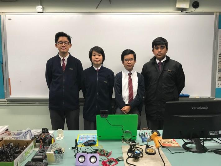 (左起)參與「校園物品借用系統」的受訪同學傅恩澤、曾珮其、鄒才文及UMAR ABAS。