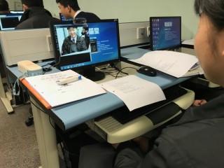 課堂設有實踐環節,經過簡單的編程後,同學便可利用攝錄鏡頭進行實驗。