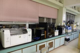 設計與科技室內設有各種幫助同學實踐設計的器材。