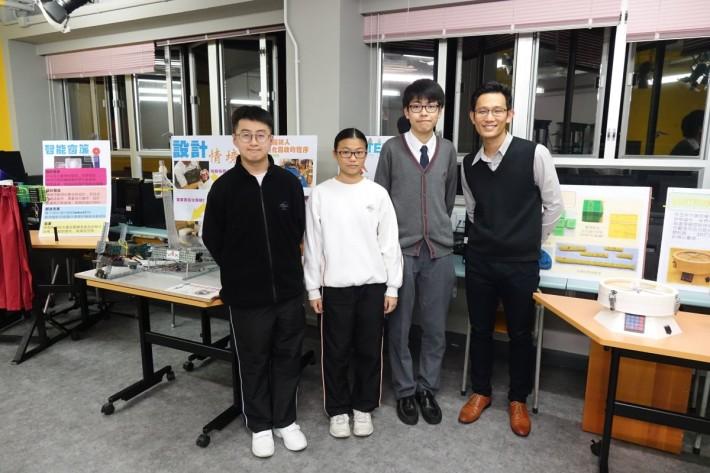 靈糧堂劉梅軒中學(右起)設計與應用科技科主任凌偉達、學生郭少聰、許樂欣及陳梓濠。