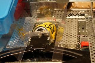 壓縮槽設有光感應器及限制壓縮機位置的開關。