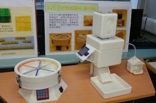 設計與應用科技科學生設計及製作的自動動物餵飼器。