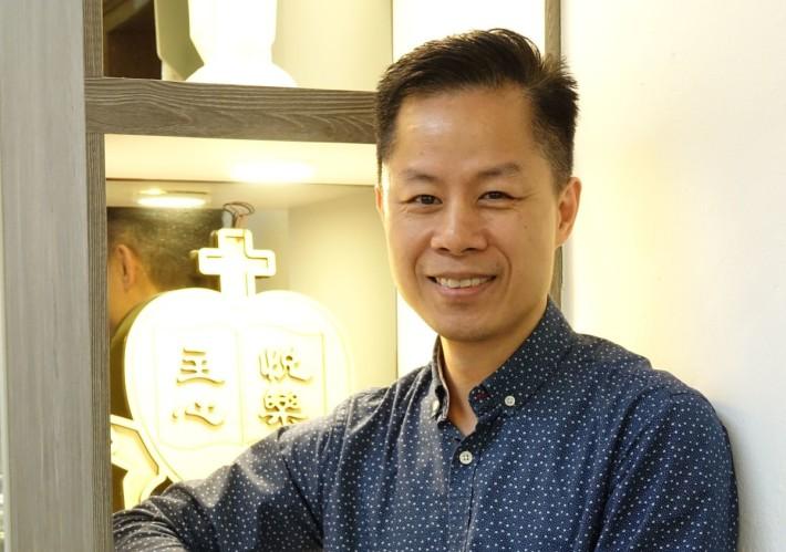 順利天主教中學教師呂俊秀講解該校兩年的STEM課程計畫。