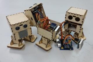 OTTO二足機械人是另一項用心設計,呂Sir特意將之改為木製板本,並加入顯示燈。