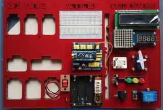 中一上學期特製的Arduino學習盒,方便整理線材,排序也能加強學習記憶,空格是各類型感應器。