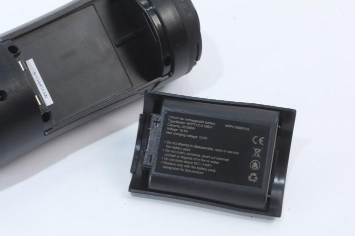 內建 28.08Wh 鋰電池