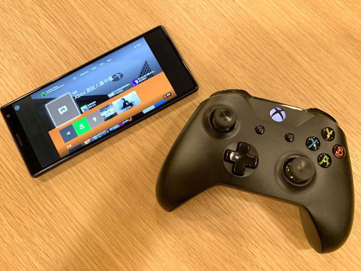 30. 手機畫面會變成橫向,可以看到與 Xbox One 電視畫面相同的畫面,而手掣就可以控制 Xbox One 主機。這時你可以關掉電視了。