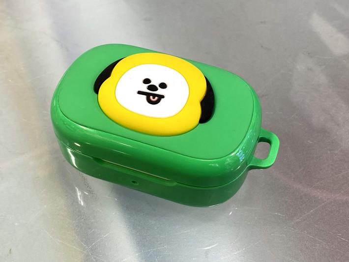 每個便攜式充電盒都會有一個 BT21 角色保護殼,十分可愛。