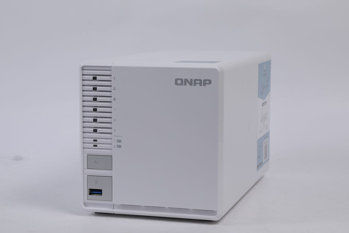 今次用來儲存密碼庫的,是 QNAP TS351 3-bay RAID 5 NAS 。