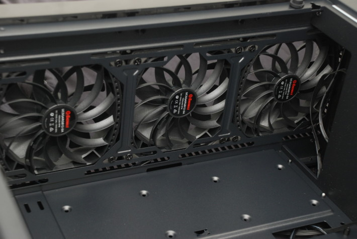 前板採用渦流扇框設計,風流更為集中。