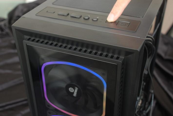 可以硬件按鍵即時轉換 RGB 燈效