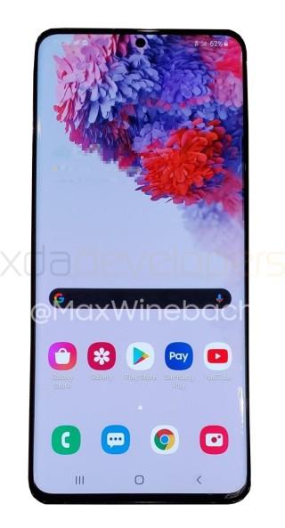 Galaxy S20+ 5G 角位弧度看來同目前 Galaxy S10 相差不遠,但轉用如 Galaxy Note10 的單開孔屏幕設計。