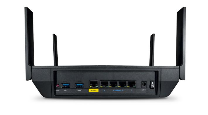 提供 1× GbE WAN + 4× GbE LAN 網絡介面,另備兩組 USB 可連接印表機及儲存裝置。