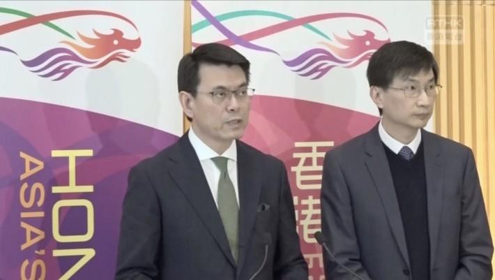 商經局局長邱騰華今日宣布關愛基金數碼電視援助計劃(來源:香港電台 Facebook 直播)