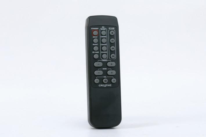 使用遙控操作,更可更改 EQ 或微調音色。