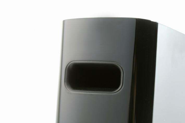 機背預留了 BasXPort Technology 低頻管道開孔,低頻表現也勝於預期。