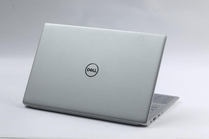 Dell Inspiron 13 7391 採用鎂合金打造,機身纖薄與輕巧兼備。