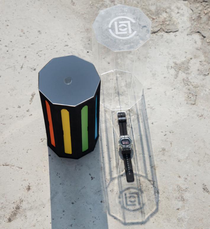 限量版包裝盒以大透明膠盒裝著,附送多條特式錶帶。